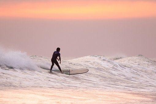 Scenic surfer